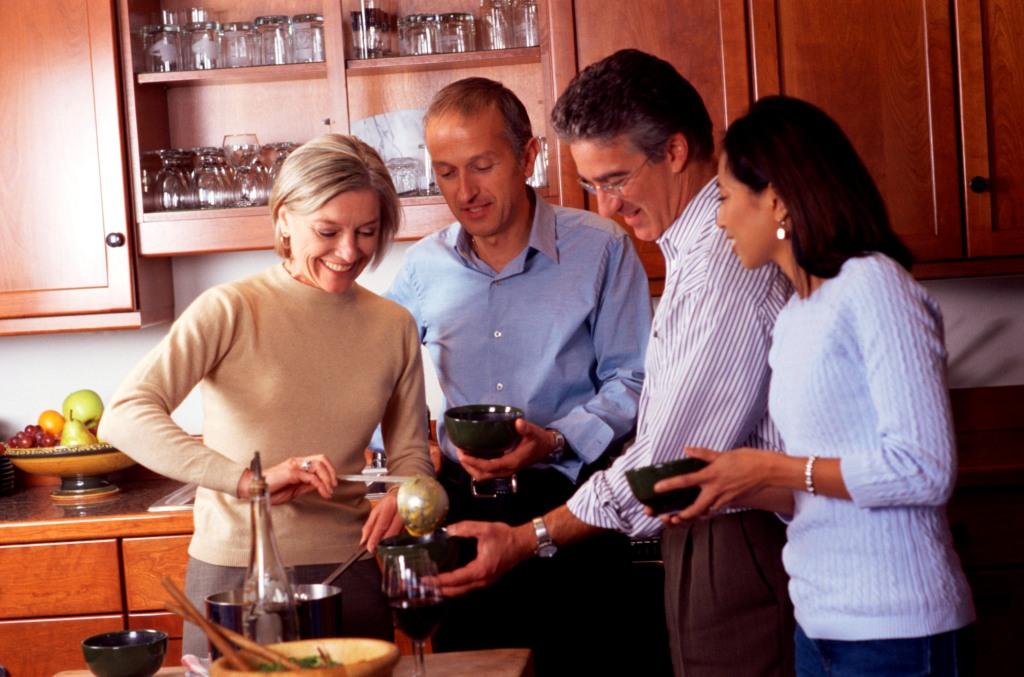 Замужняя пара приехала к друзьям в гости фото, молоко из груди хохлушки