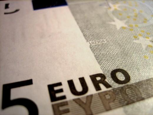 Евро упал за день на 25 копеек!