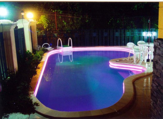 Светодиодная подсветка бассейнов - будь на пике моды!