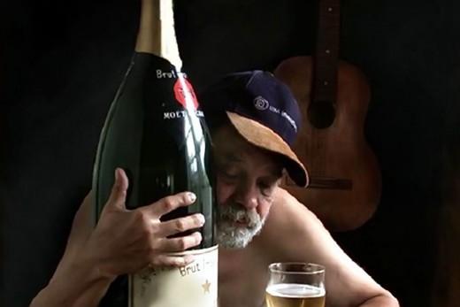 Пьющие и курящие живут дольше людей без вредных привычек