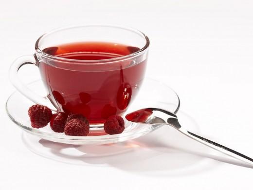 Ученые разгадали тайну целебных свойств чая с малиной
