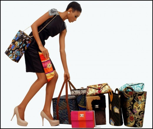 Модные женские сумки меняют форму