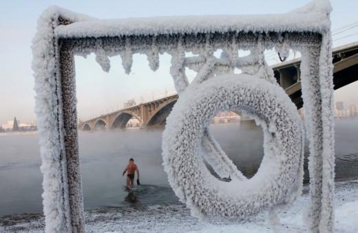 Плавание зимой: польза или вред?