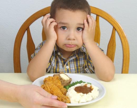 Что делать, если малыш отказывается от пищи?