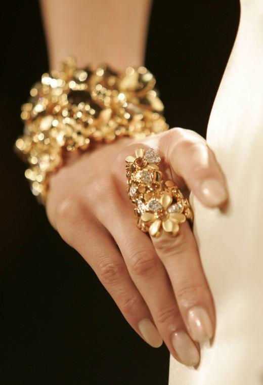 Платина, белое золото или серебро, или какой драгоценный металл выбрать к камням?