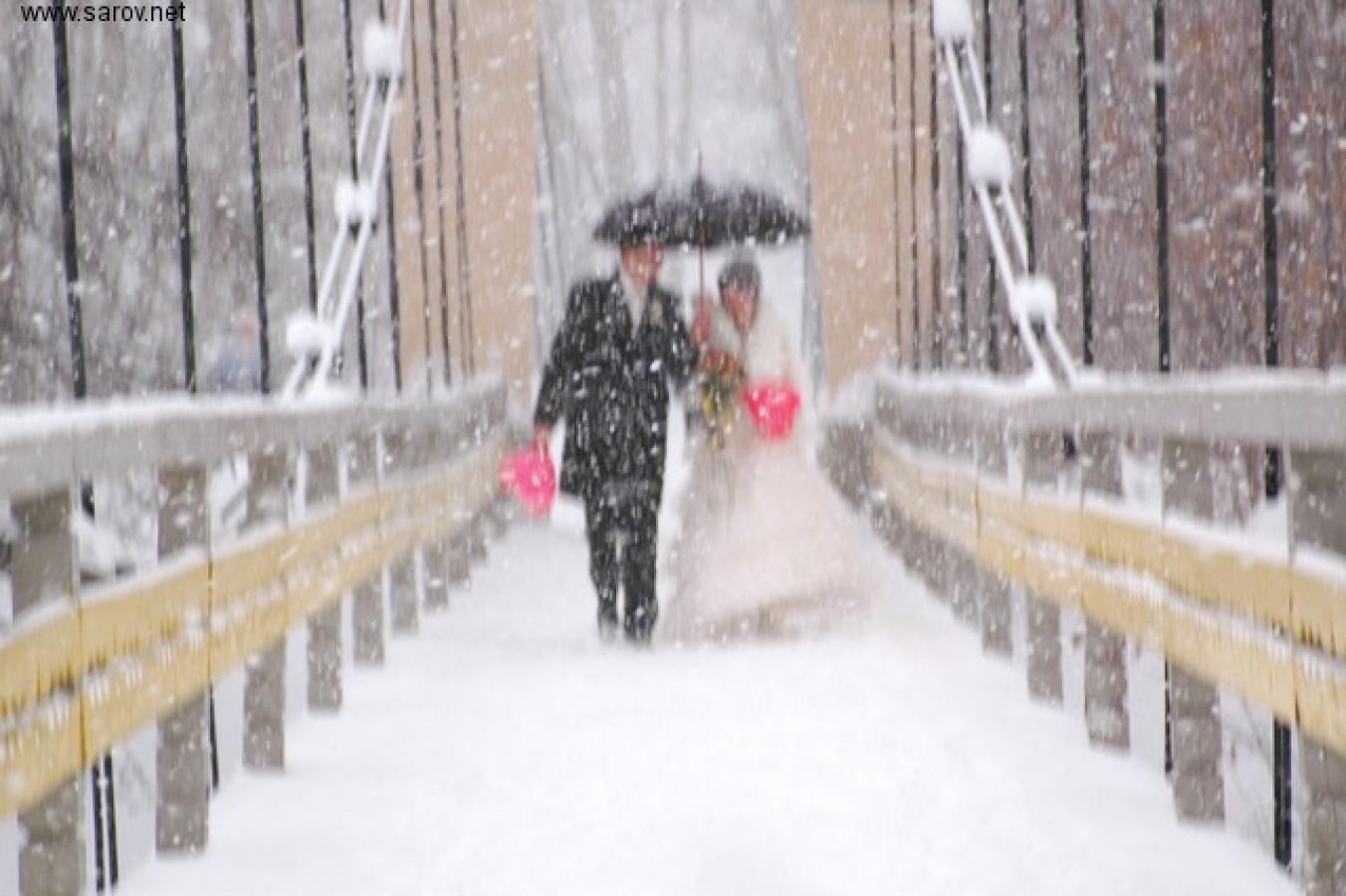 Фото со свадьбы со спины зима