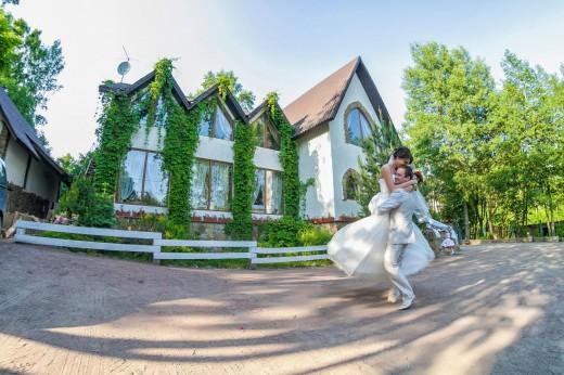 Аренда коттеджа на свадьбу, как способ сделать праздник запоминающимся