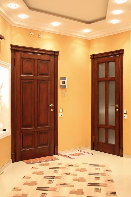 Двери из экошпона в современном интерьере