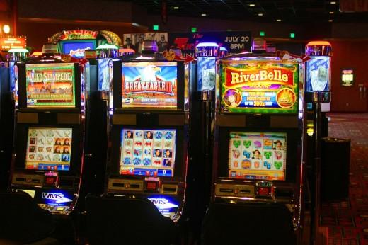 Какой игровой автомат выбрать: с тремя или пятью барабанами?