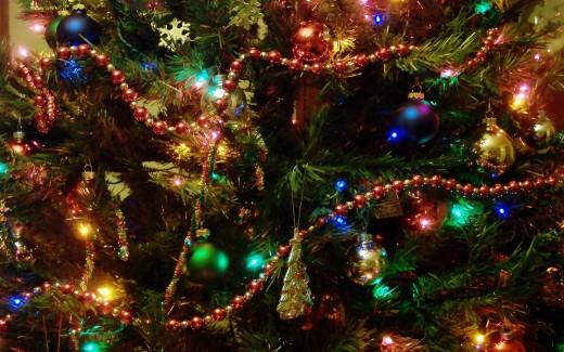 Изысканные стеклянные украшения на елку