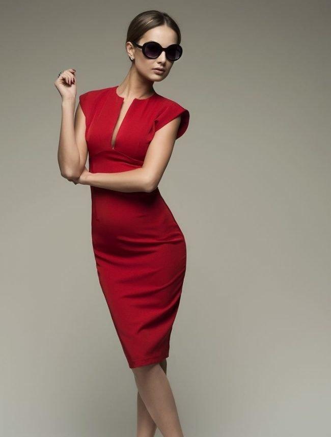 3808efad1e4 Подбираем идеальное платье-футляр для офиса или вечеринки