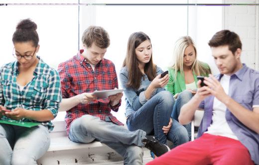 «Пациентов, зависимых от соцсетей, все больше», - наркотерапевт Роберт Рутковский
