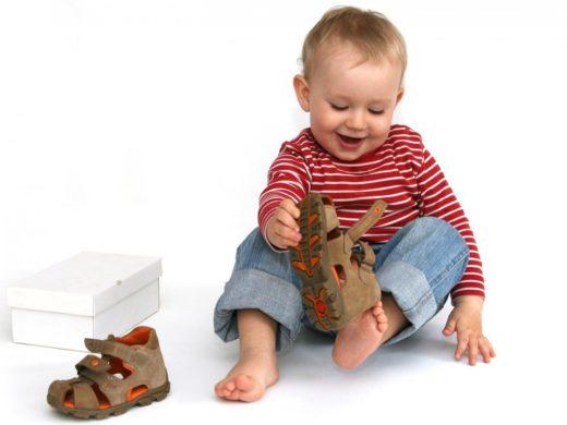 Как выбрать первую обувь для ребенка?