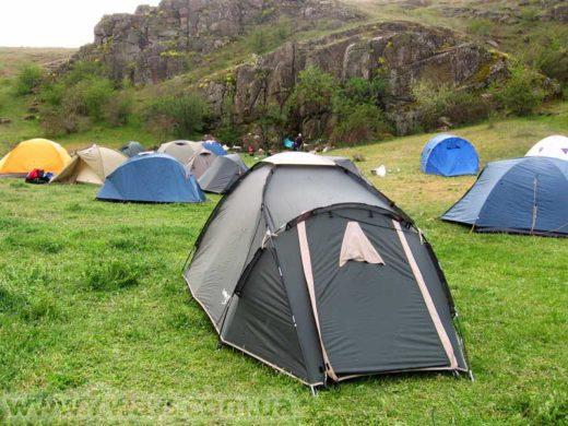 Как выбрать и установить туристическую палатку