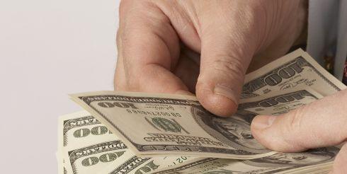 Из каких банков украинцы забирают деньги