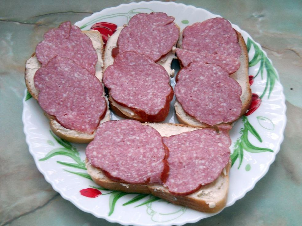 Объятий, картинка бутерброда с колбасой и сыром