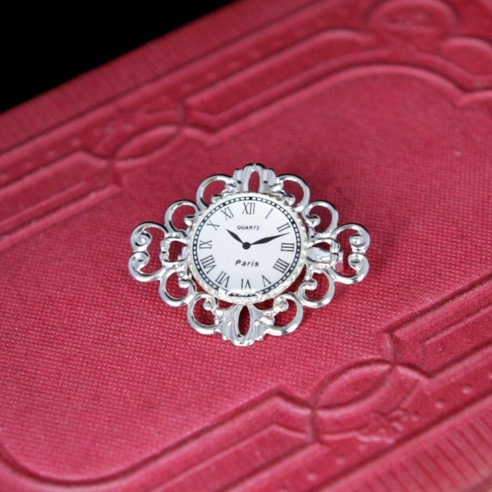 Часы-брошь в стиле стимпанк