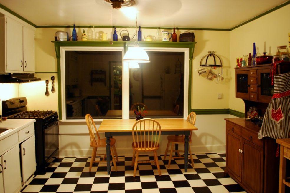 Кухня с зеленой отделкой