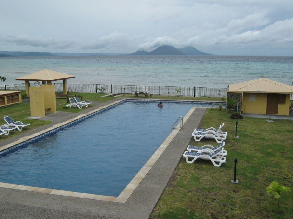 Бассейн с видом на вулкан