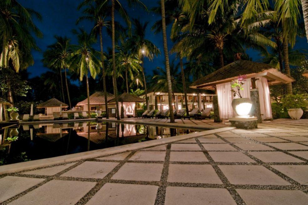 Курортный бассейн на Бали