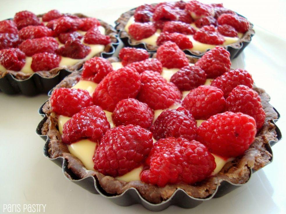 Шоколадные пироги с малиной