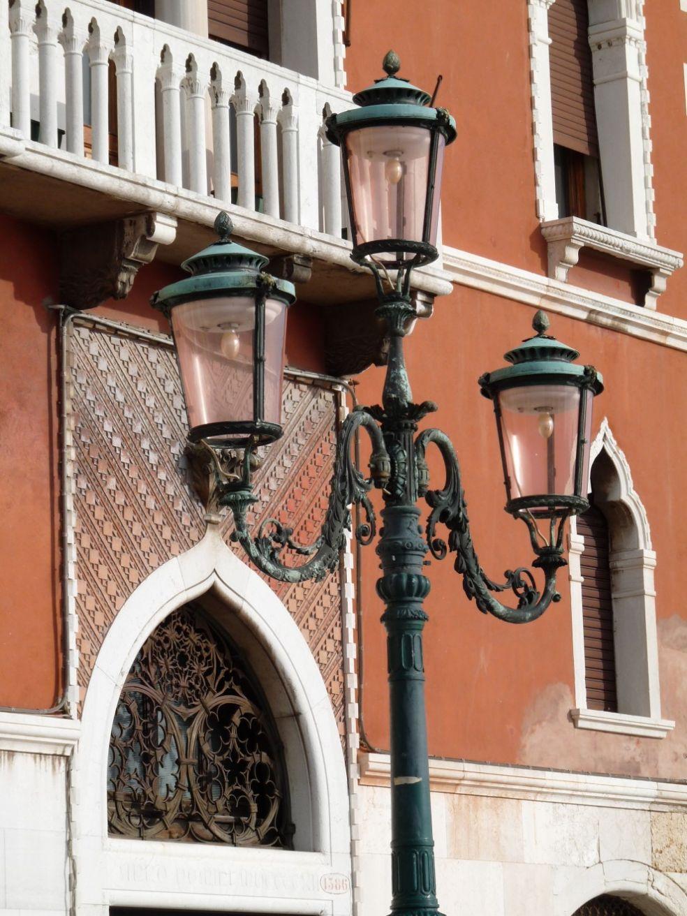 Венецианский тройной фонарь