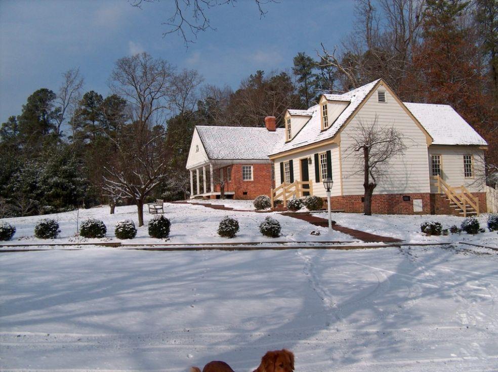 Загородный дом зимой