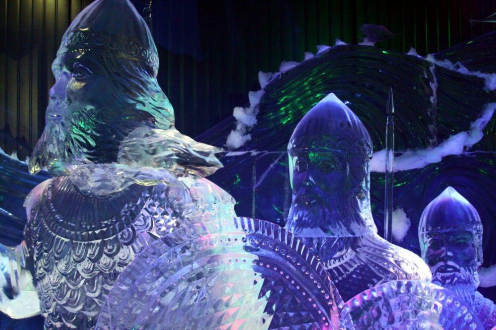 Голова змея Горыныча, фестиваль ледяных фигур в Москве