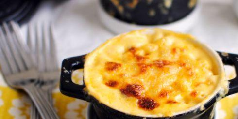 Макароны с сыром запеченные в горшочках