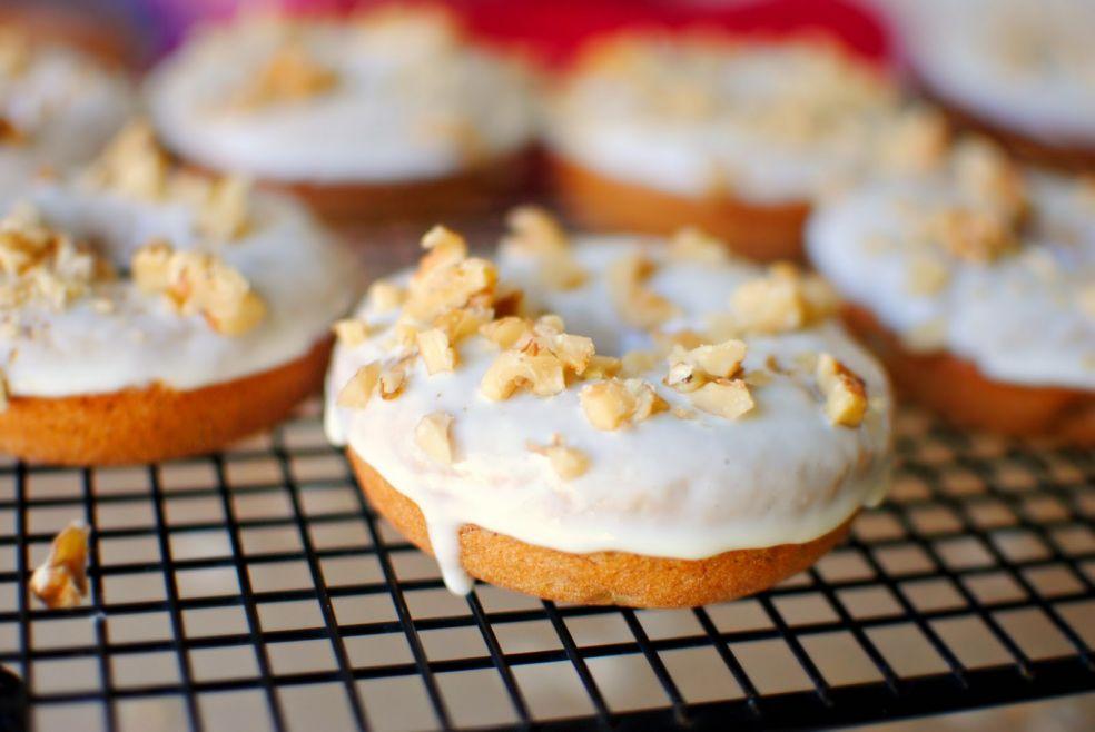 Банановые пончики с орешками фото-рецепт