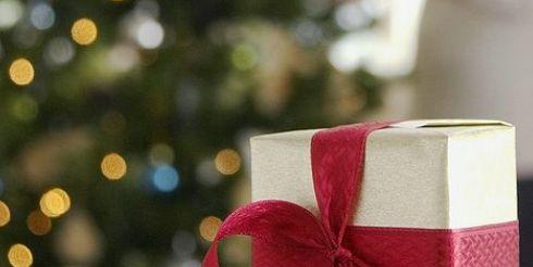 На новогодние подарки россиянин тратит в среднем 12 000 рублей